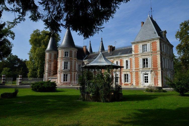 visite chateau facadeext 500 1 51 1071857 1560533759