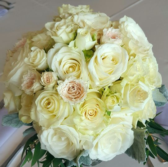 White and blush wedding at the Kingwood Country Club.