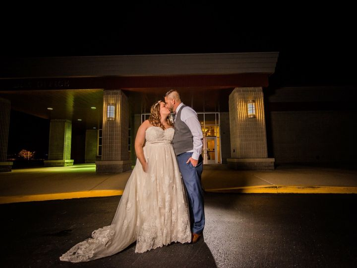 Tmx Outside 51 122857 Collinsville, IL wedding venue