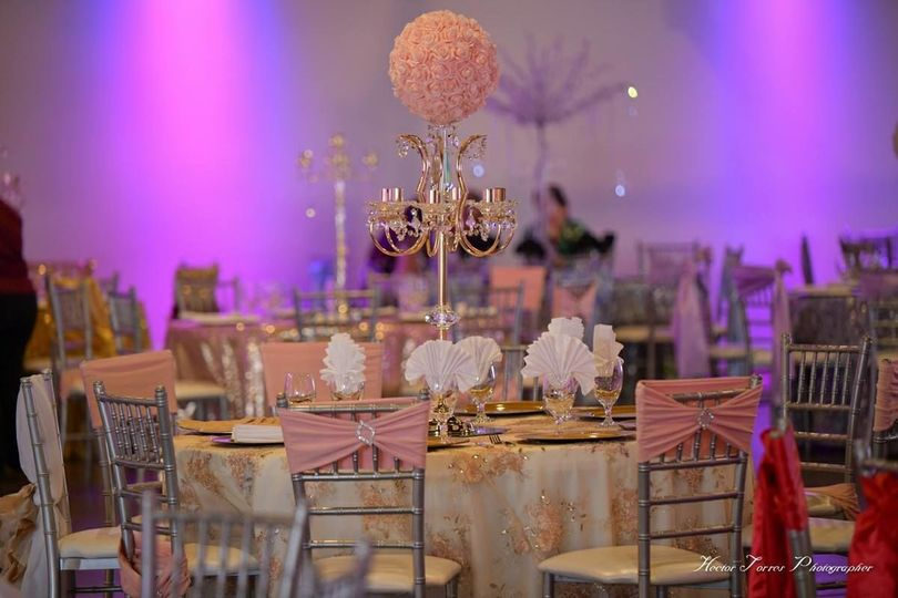 Wide variety of linens and centerpieces