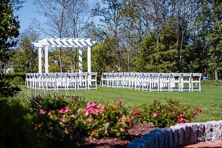 Great Lawn Ceremony with built-in arbor.