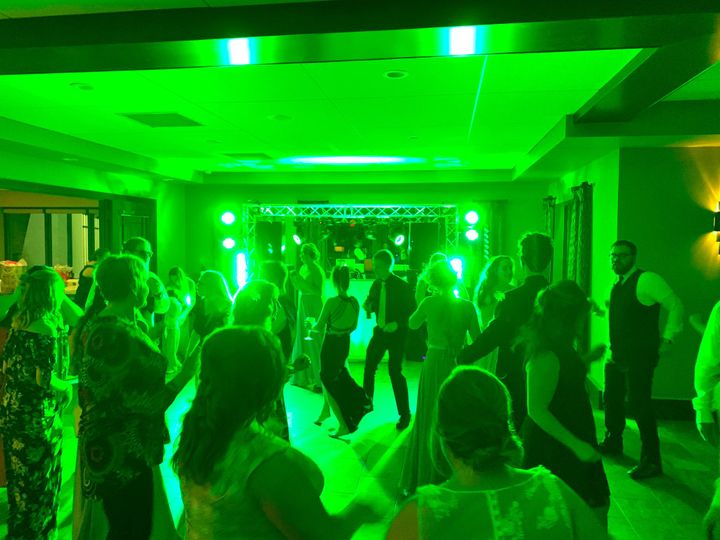 The crowd dancing with green lights