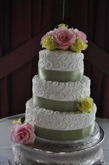 Alices Piece Of Cake Wedding Cake Powell Oh Weddingwire