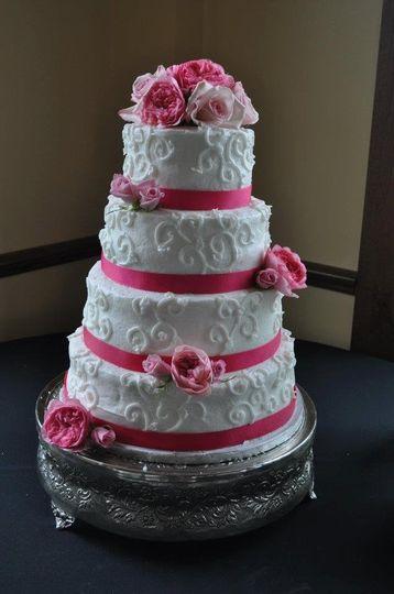 Alices Piece of Cake Wedding Cake Powell OH WeddingWire