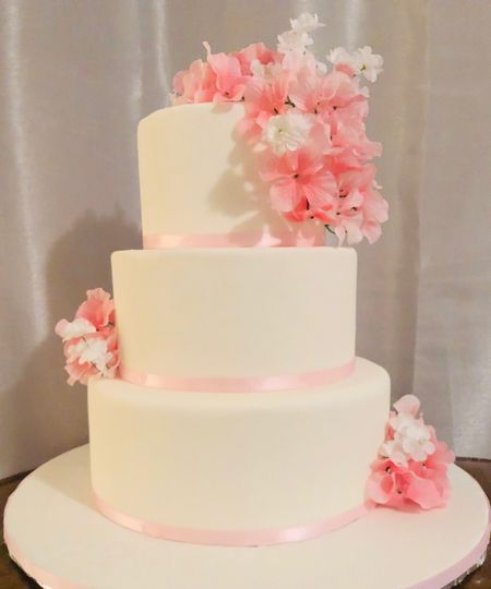 White and pink fondant cake
