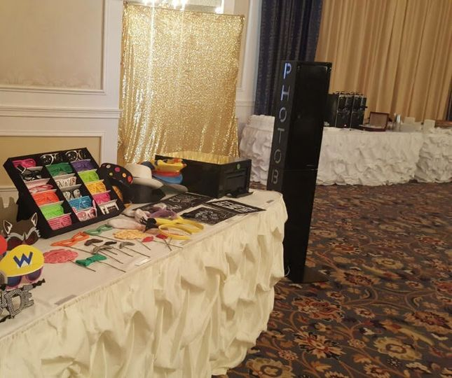 800x800 1508720857636 gold photo booth setup