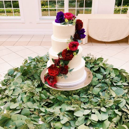 Four tier cake with ascending red flowers