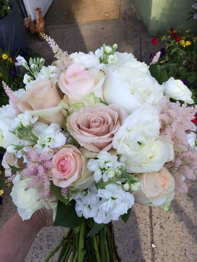 Dusty pink and white bouquet