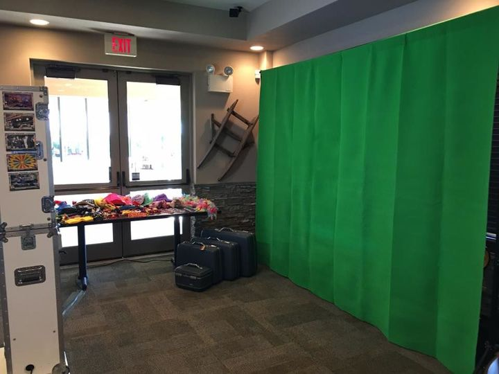 Tmx 1518902740 67ca484eb5050b85 1518902739 B767fd77404f98f3 1518902745473 1 Green Screen  Like Wind Gap, PA wedding rental