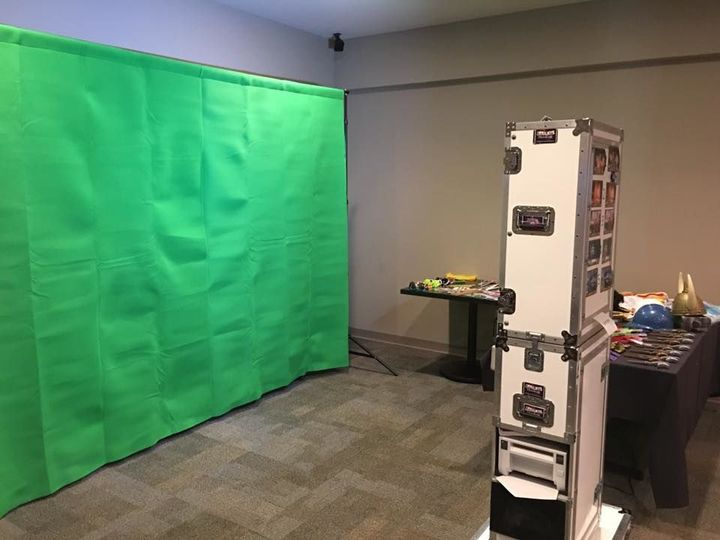 Tmx 1518902740 B67dbcd7f4b96e3e 1518902739 F894d7ef72b5a033 1518902745497 2 Green Screen  Use  Wind Gap, PA wedding rental