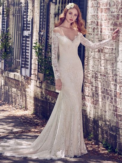 Classy wedding dress with lace sleeves