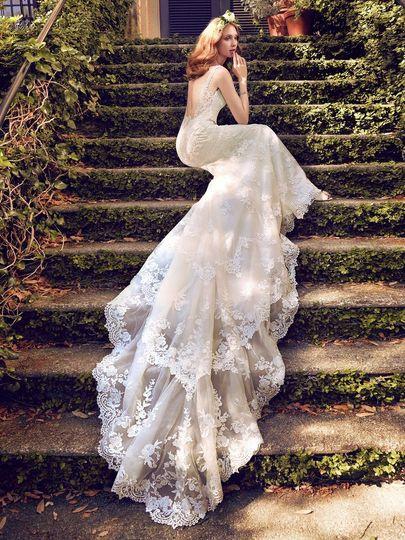 Open back vintage wedding dress