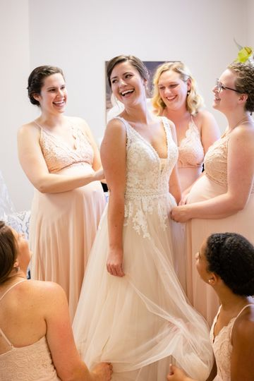 Joy in the get-ready room - Emily Hancock Photography