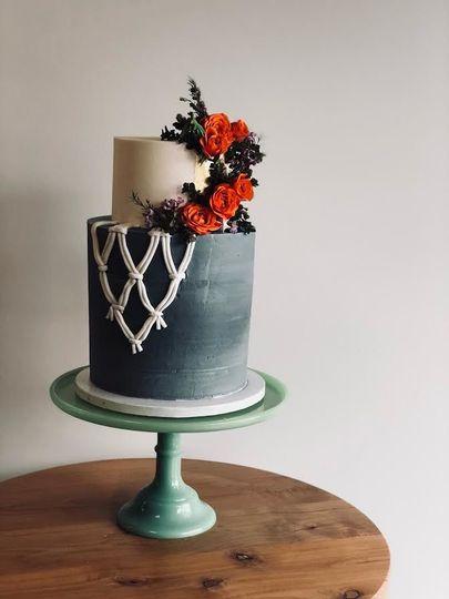 2-tier wedding cake with black tier