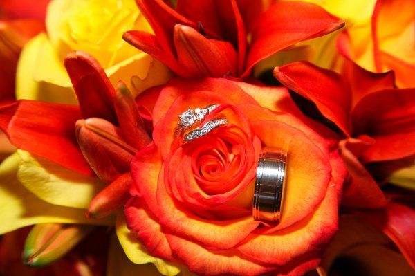 I love Ring Shots!  Especially with this gorgeous color on their bouquets.