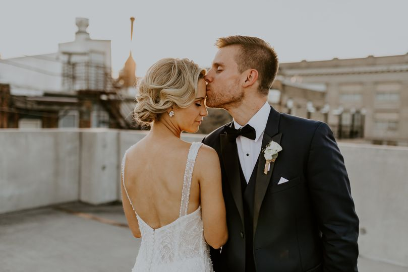mr mrs knickelbein mercantile hall elegant wedding amanda ketterhagen photography 658 51 1001367 160858907588802