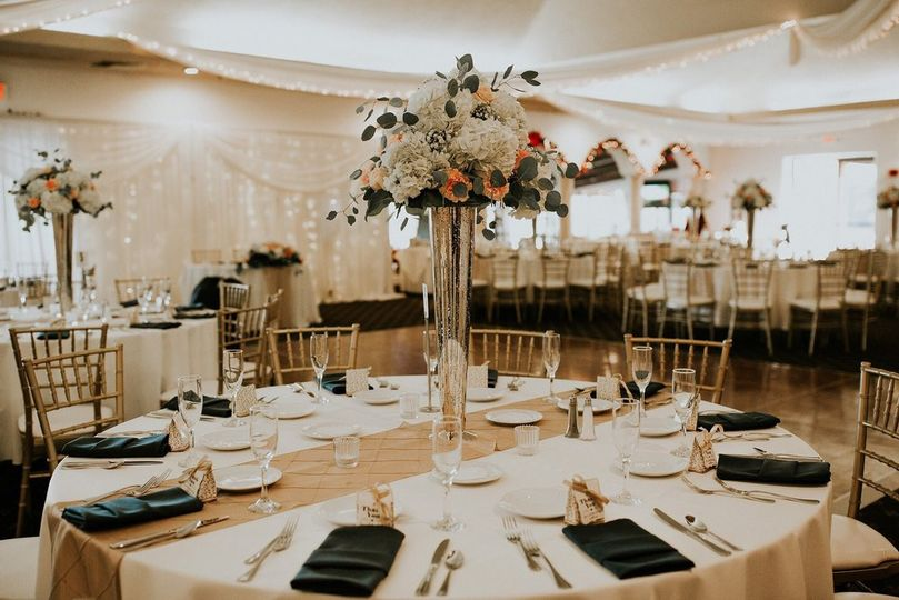 Table setting and raised centerpiece