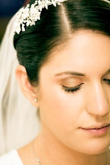 Light wedding makeup