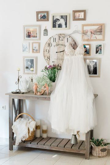 Dress and decor