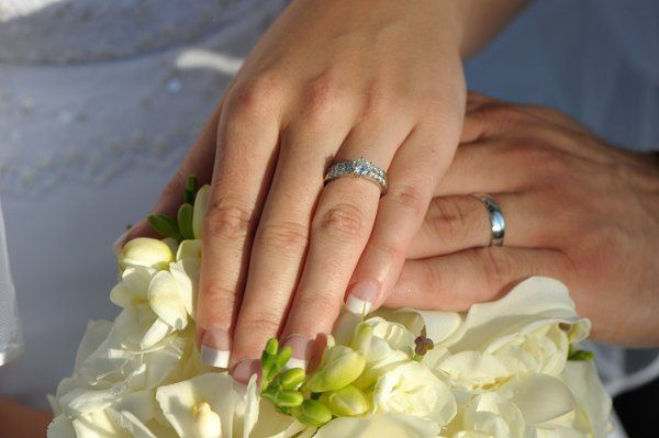 Rings on bouquet.