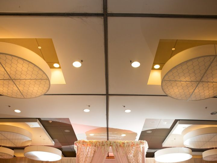 Tmx Gb Pink Ivory With Glass Runway 51 2467 159836654176536 Naperville, IL wedding venue