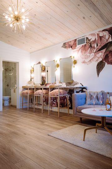 Bride's Lounge & Bathroom