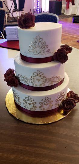 ELEGANT BUTTERCREAM CAKE