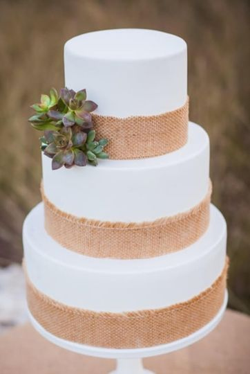 RUSTIC FONDANT WEDDING CAKE