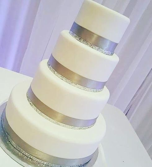 SIMPLE AND SILVER CAKE