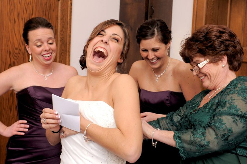 A bride laughs at the note her hubby sent just before the start of the ceremony.