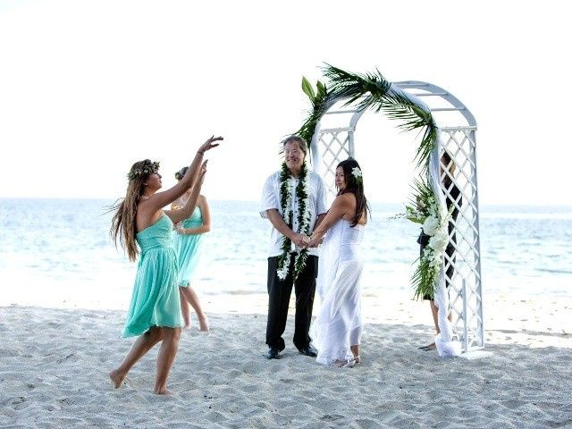 Hula dancers at the beach wedding