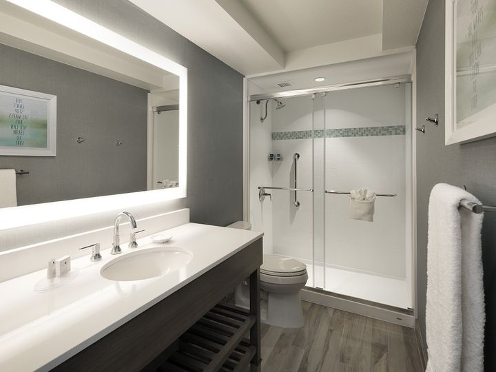 Tmx 1489000396980 Executive King Suite Bathroom   Hi Ventura, California wedding venue