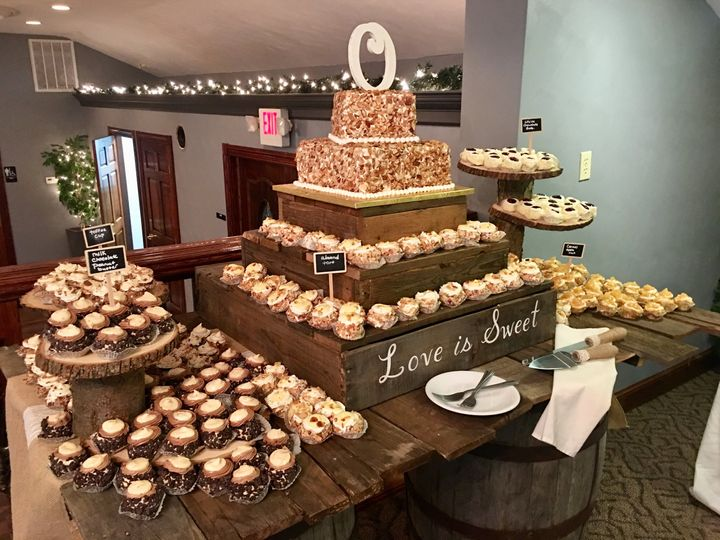 Rustic Cake & Cupcake Display