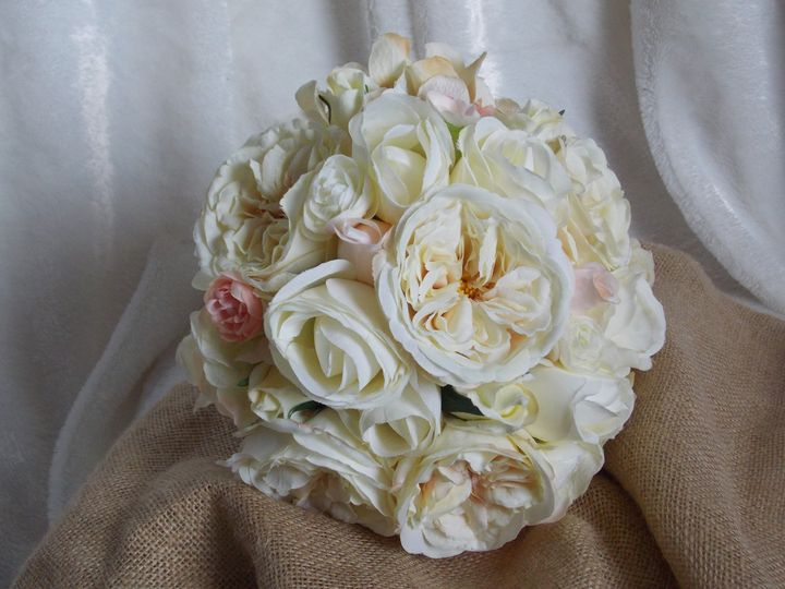 Classic and elegant wedding bouquet
