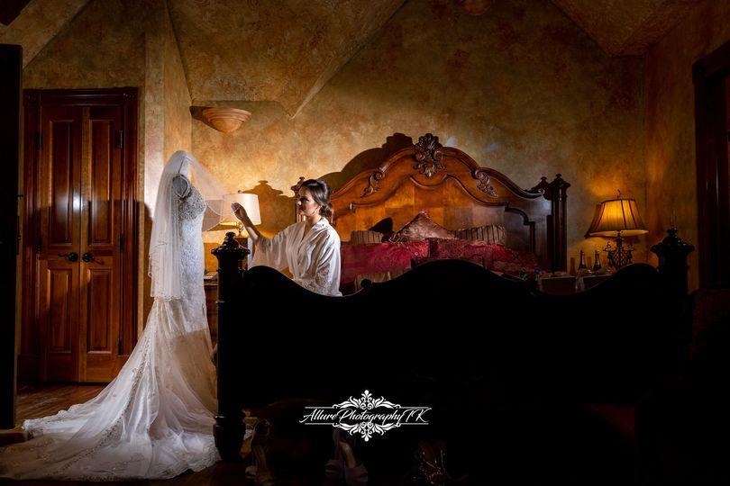 b404e771b063cb52 1536859016 b9c44afbaecd3080 1536858992881 10 Fun Wedding Allur