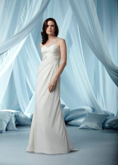 Grace sheath gown for brides in romantic