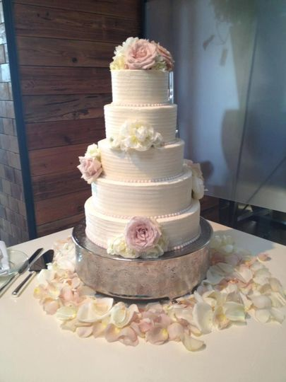 White wedding cake with spring flower decoration