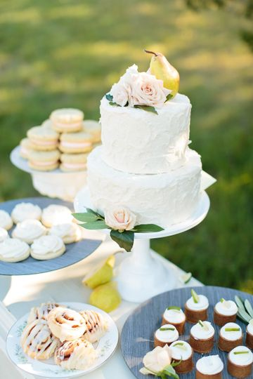 Simple two layered wedding cake