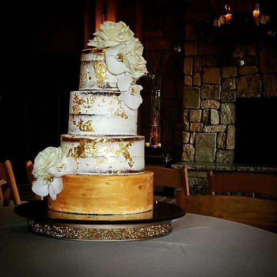 Wedding cake with a touch of gold