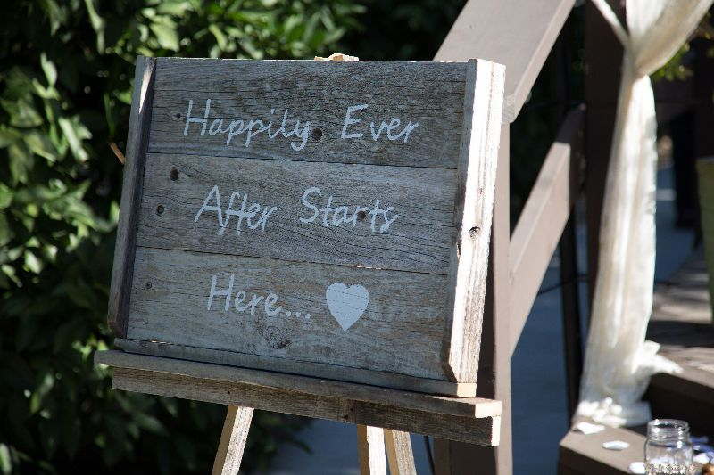 Rustic Wedding Sign @sweetlifevintagerentals