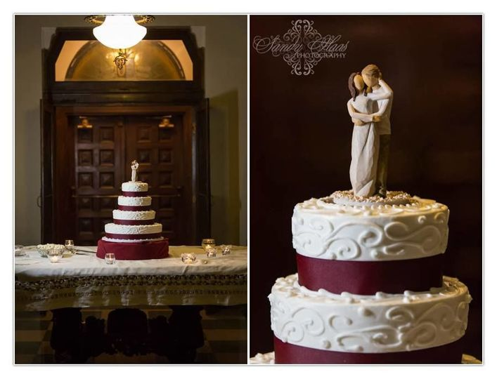 7577adbab54ffd58 Wedding Cake 4 tier swirl w cake topper