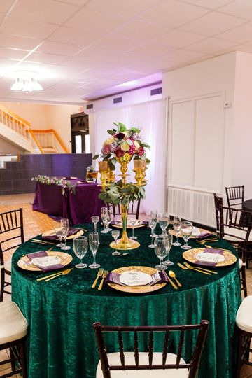 Emerald velvet table linen
