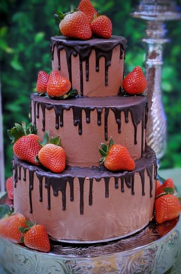 Chocolate drip with berries