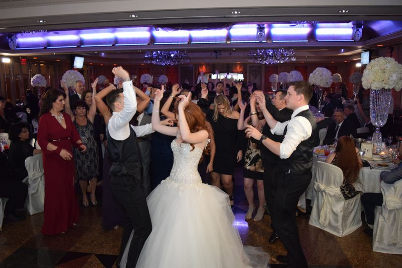 Couple with the guests dancing