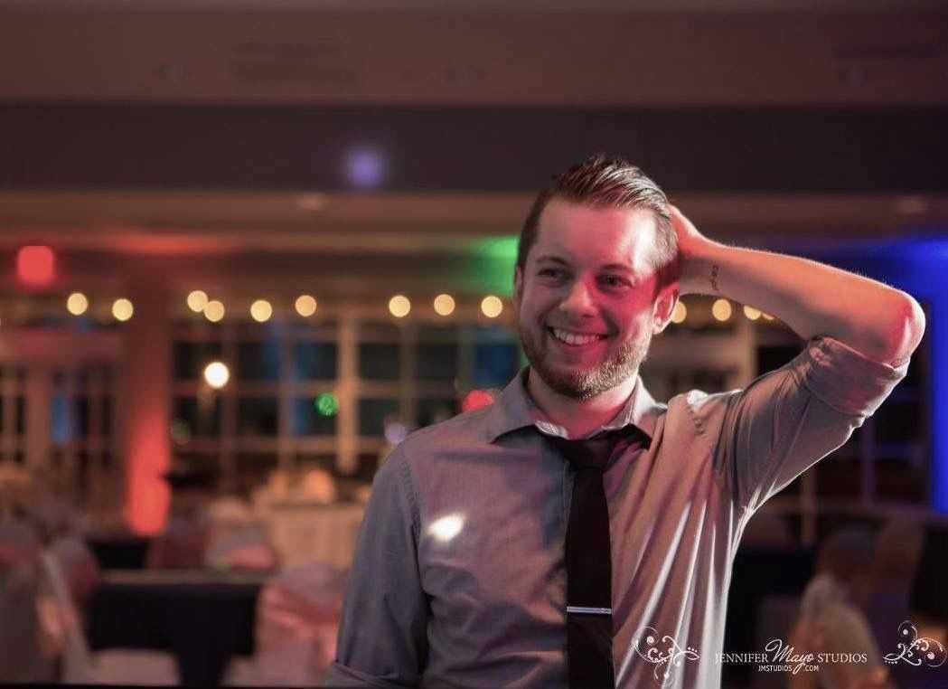 Drew Behringer | DJ + Guitarist + Singer