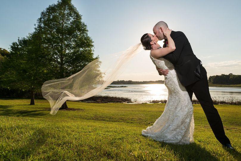 Couple kiss | Cami Zi Photography