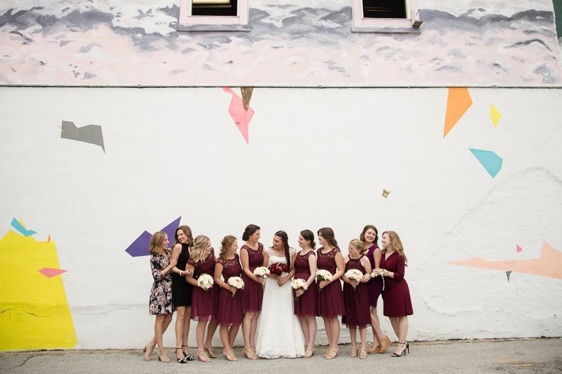 Wedding party photos you love