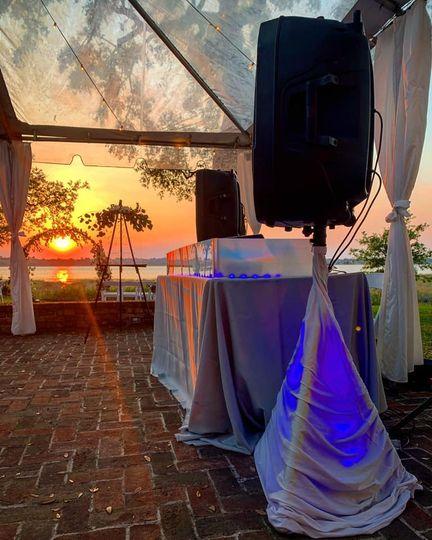 Elegant and Timeless Weddings!