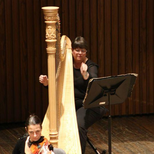 Deette bunn, symphony harpist