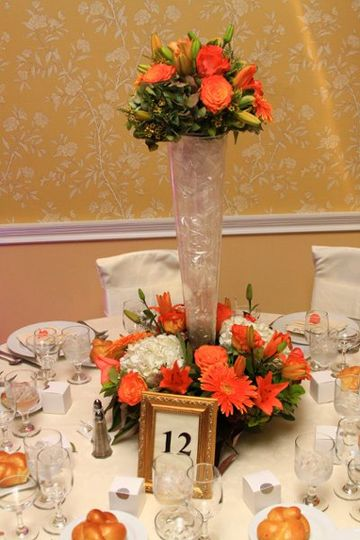 Table setting with center[piece